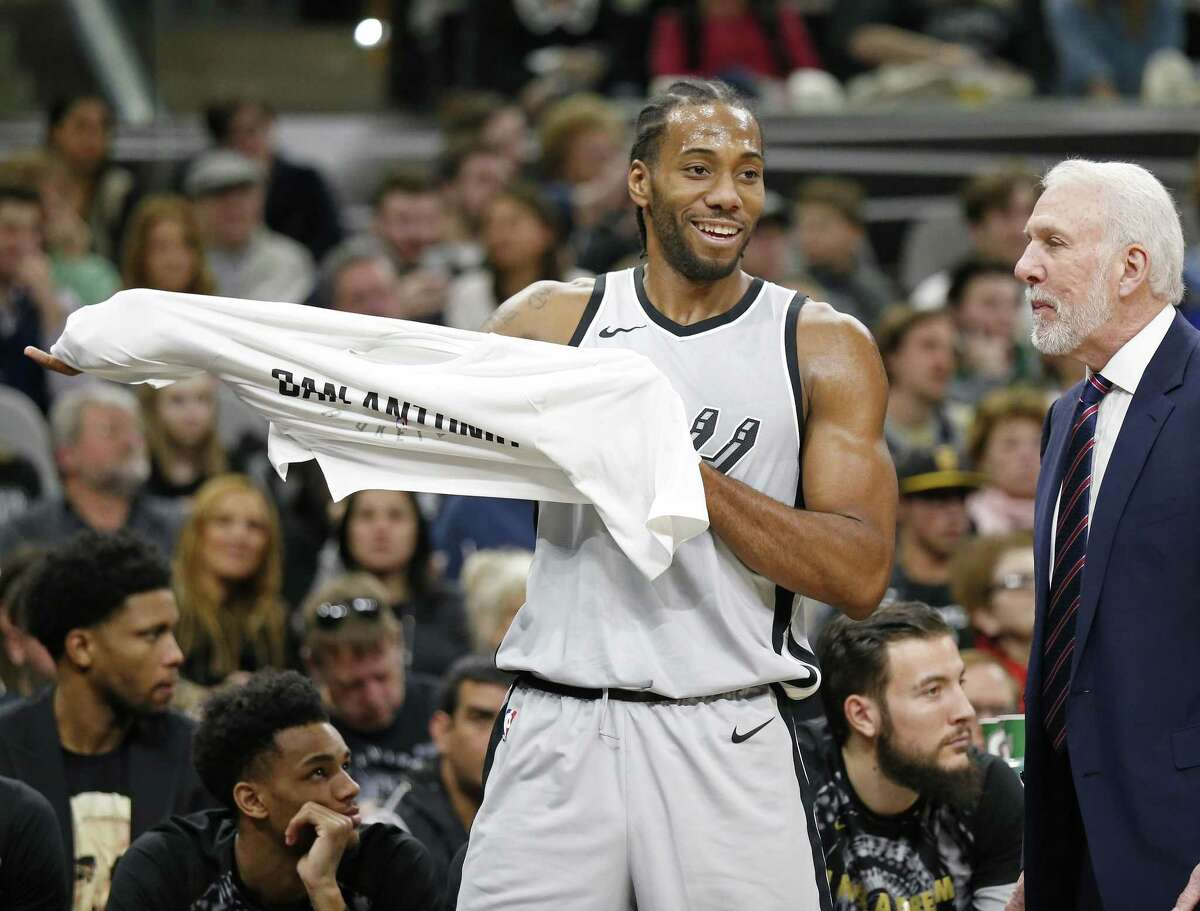 """A reader looks in vain for a """"thank you"""" from Kawhi Leonard (shown here joking with Spurs coach Gregg Popovich during the game with the Denver Nuggets on Jan. 13 at the AT&T Center)."""