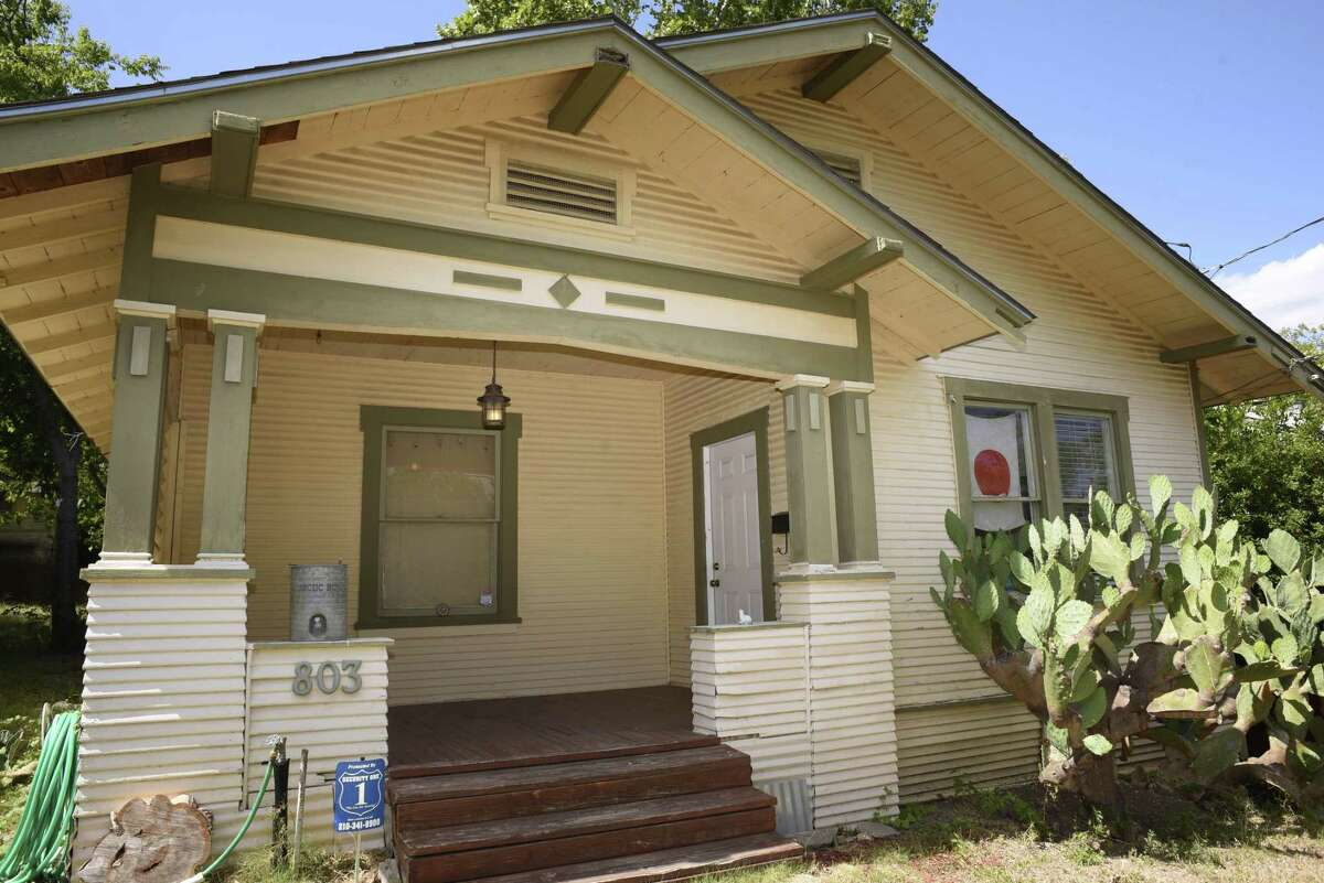 Ceramic artists Jennifer Datchuk and Ryan Takaba live in this 1917 Sears Craftsman bungalow.