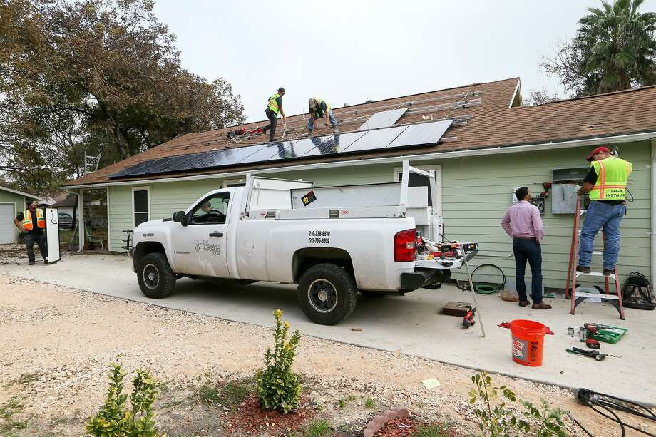 With solar power heating up in Texas, Fengate will acquire the San Antonio and Austin solar assets of Texas-based PowerFin Partners. Photo: Marvin Pfeiffer, Staff / San Antonio Express-News / Express-News 2015