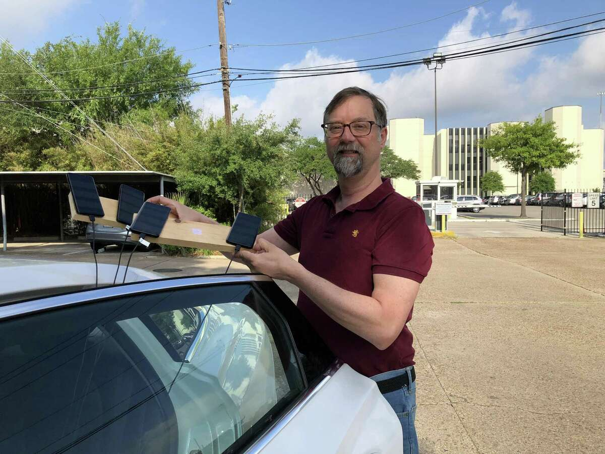 Michael Muchmore of PC Magazine drove around Houston on May 18, 2018, with four smartphones, one for each of the major carriers, testing cellular connections around town for the publication's annual cell-service survey.