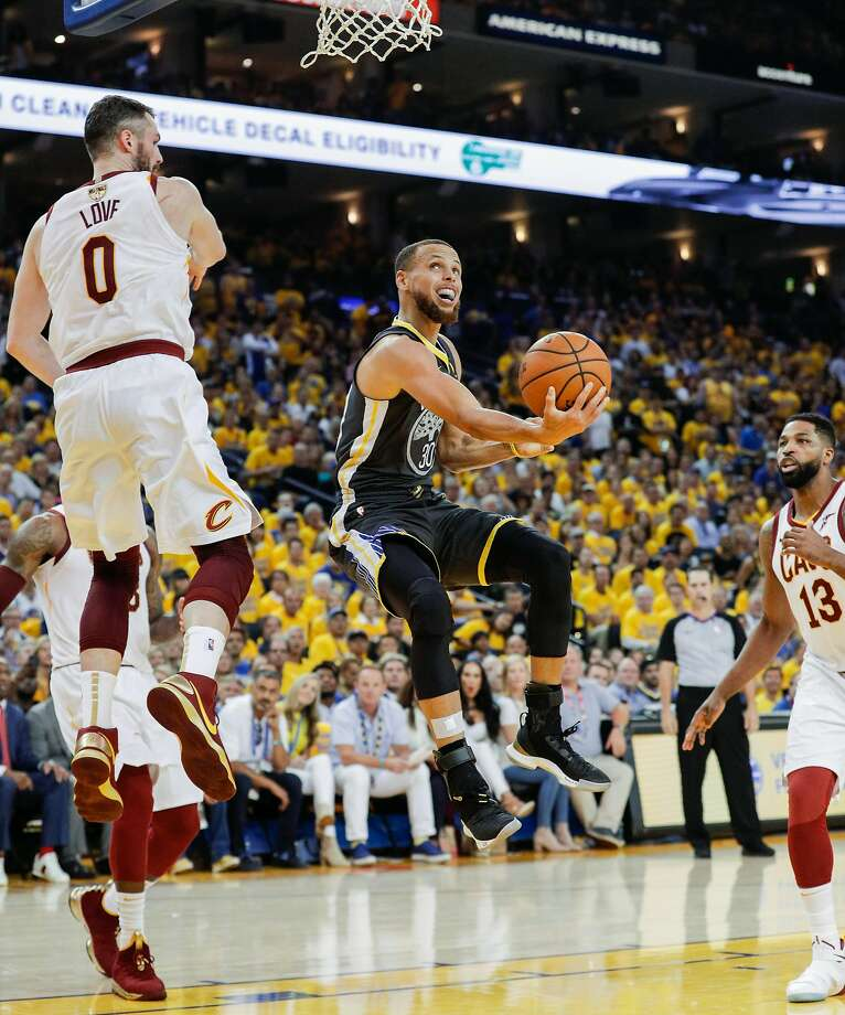 Golden State Warriors' Stephen Curry tries to score against Cleveland Cavaliers' Kevin Love in the second quarter during game 2 of The NBA Finals between the Golden State Warriors and the Cleveland Cavaliers at Oracle Arena on Sunday, June 3, 2018 in Oakland, Calif. Photo: Carlos Avila Gonzalez, The Chronicle