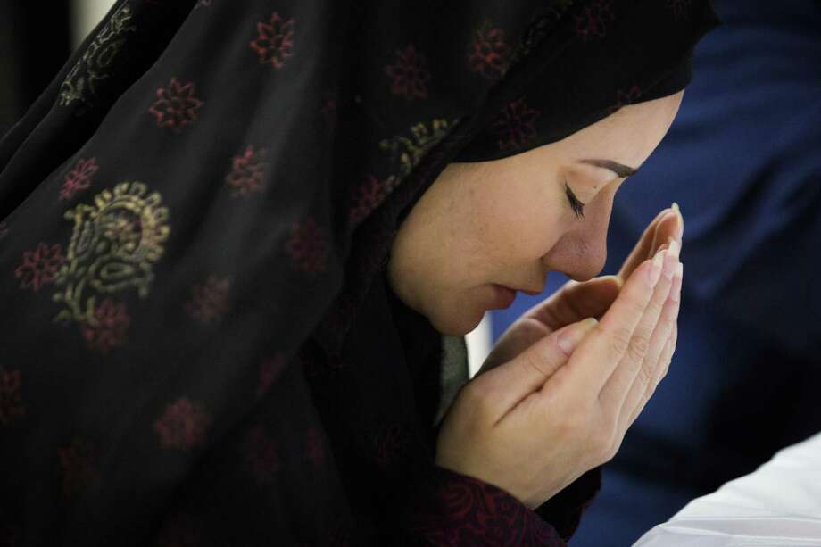 Zully Hussin prays before breaking her fast during the month of Ramadan at the Clear Lake Islamic Center, Sunday, June 10, 2018, in Clear Lake. Hussin converted to Islam 20 months ago after she felt that christianism left too many questions unanswered. ( Marie D. De Jesús / Houston Chronicle ) Photo: Marie D. De Jesús, Houston Chronicle / Houston Chronicle / © 2018 Houston Chronicle