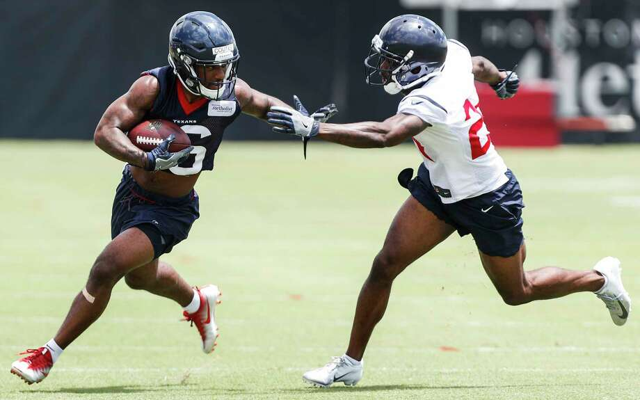 Houston Texans wide receiver Keke Coutee (16) runs against cornerback Johnathan Joseph during mini camp at The Methodist Training Center on Tuesday, June 12, 2018, in Houston. Photo: Brett Coomer, Houston Chronicle / © 2018 Houston Chronicle
