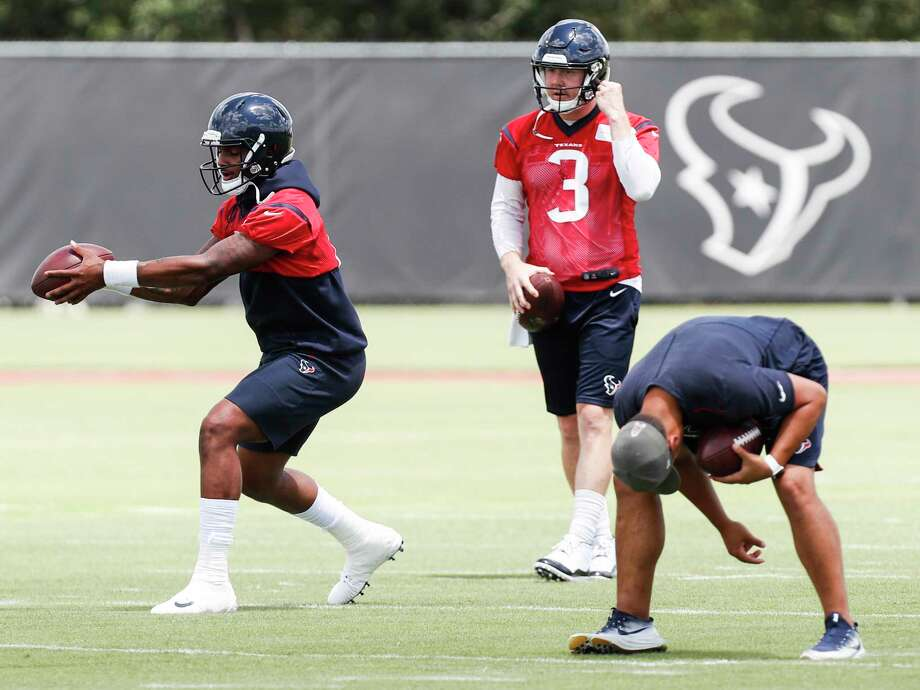Houston Texans quarterback Deshaun Watson (4) takes a snap in front of quarterback Brandon Weeden (3) during mini camp at The Methodist Training Center on Tuesday, June 12, 2018, in Houston. Photo: Brett Coomer, Houston Chronicle / © 2018 Houston Chronicle
