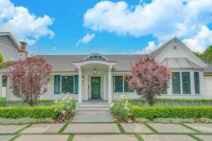Texas-born star, Selena Gomez listed her chic Los Angeles area 3,188 square foot home for nearly $2.8 million.