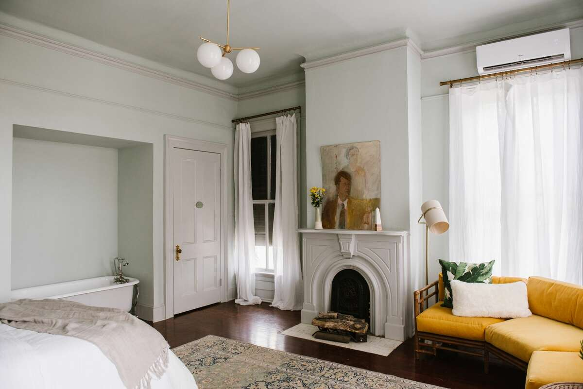 The Carr Mansion Location:1103 33rd St. Dollarrange: $$