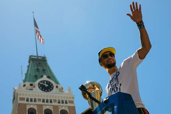 Steph Curry waves to thousands of Warriors fans during the Warriors Championship Parade in downtown Oakland, Calif., Tuesday, June 12, 2018.