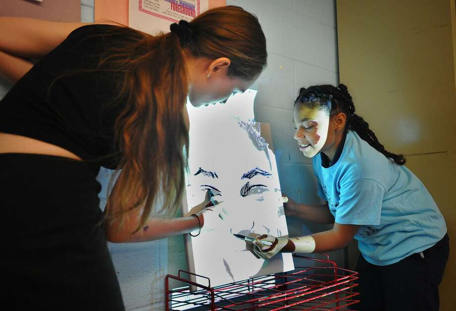 Turnaround Arts program artist Autumn DeForest, of Las Vegas, Nevada, helps 6th grader Tamara Hamilton, 12, make a  self portrait during a visit to Hallen School in Bridgeport, Conn. on Tuesday, June 12, 2018. Photo: Brian A. Pounds / Hearst Connecticut Media / Connecticut Post