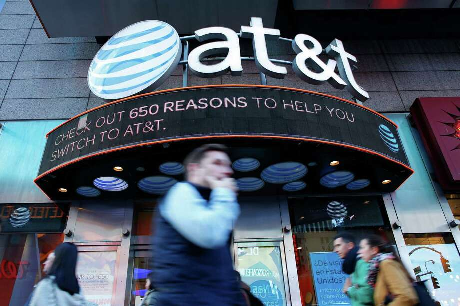 In this photo taken on October 23, 2016 People walk past an AT&T store in New York. A US judge cleared the AT&T merger with Time Warner with no conditions on June 12, 2018. Photo: KENA BETANCUR /AFP /Getty Images / AFP or licensors