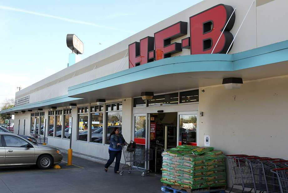 Customers visit a busy H.E.B. at 1601 Nogalitos on February 5, 2014. H-E-B is building a snack manufacturing plant in northwest Houston to keep pace with the region's growing appetite for tortilla chips. Photo: TOM REEL /San Antonio Express-News / San Antonio Express-News