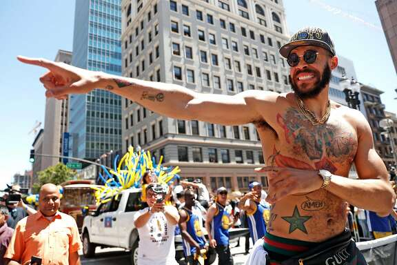 JaVale McGee prompts the crowd to cheer during Golden State Warriors' NBA Championship parade in Oakland, CA on Tuesday, June12, 2018.