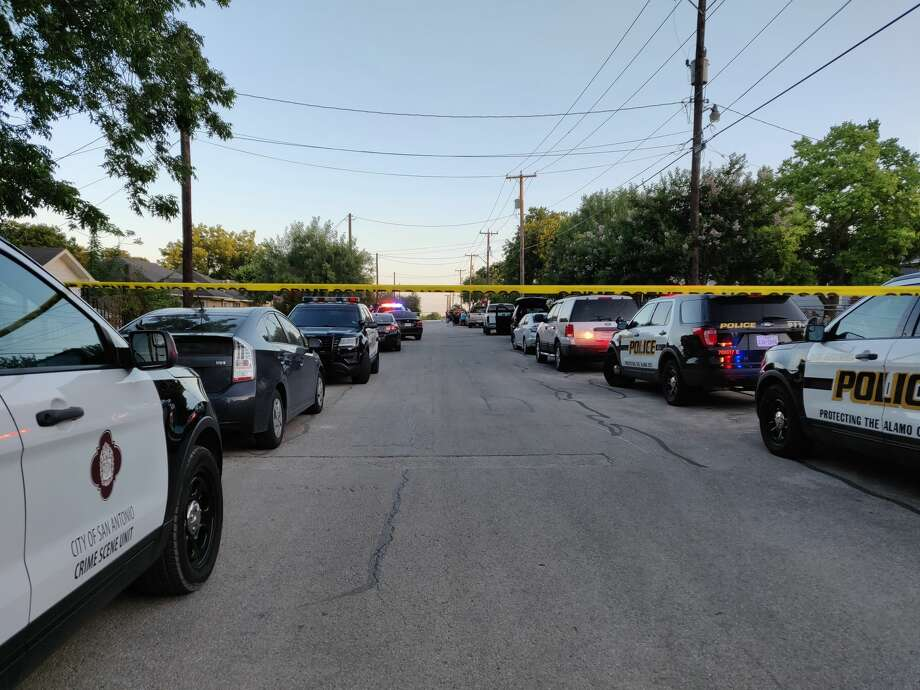 San Antonio police said a man was fatally shot in the 2600 block of Bermuda about 6:40 p.m., Tuesday, June 12, 2018. Photo: Jacob Beltran
