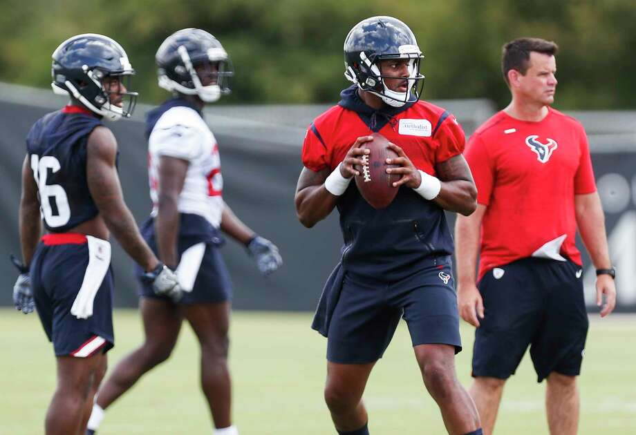 Houston Texans quarterback Deshaun Watson drops back to pass during mini camp at The Methodist Training Center on Wednesday, June 13, 2018, in Houston. Photo: Brett Coomer, Houston Chronicle / © 2018 Houston Chronicle