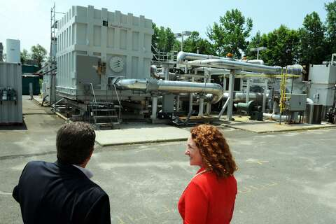Dan Haar: FuelCell hiring more than 100 in state-powered