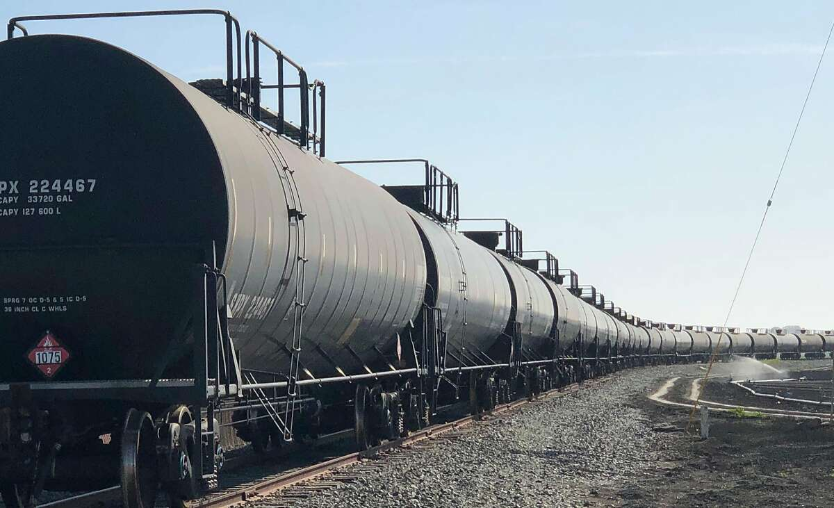 A proposed 10-year-contract with a new rail operator in Santa Cruz County would end plans for a greenway and open the coastline to propane trains.