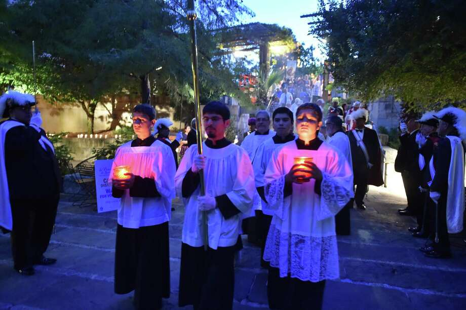 Servers lead the candlelight procession for St. Anthony de Padua. Archbishop Gustavo Garcia-Siller led the candlelight procession for the patron saint of San Antonio. The archbishop will board one of three barges that will also carry singers and youth who will travel to two spots on the river: the bronze statue of St. Anthony de Padua and Wedding Island. Photo: Robin Jerstad / Robin Jerstad / ROBERT JERSTAD