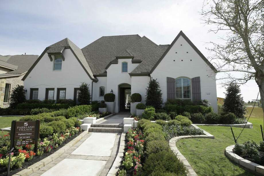 The average new home price in Texas rose by nearly $1,500 to $358,880 in January, according to HomesUSA.com. Keep going to see sales stats for the four largest markets in Texas. Photo: Melissa Phillip, Staff / Houston Chronicle / © 2018 Houston Chronicle
