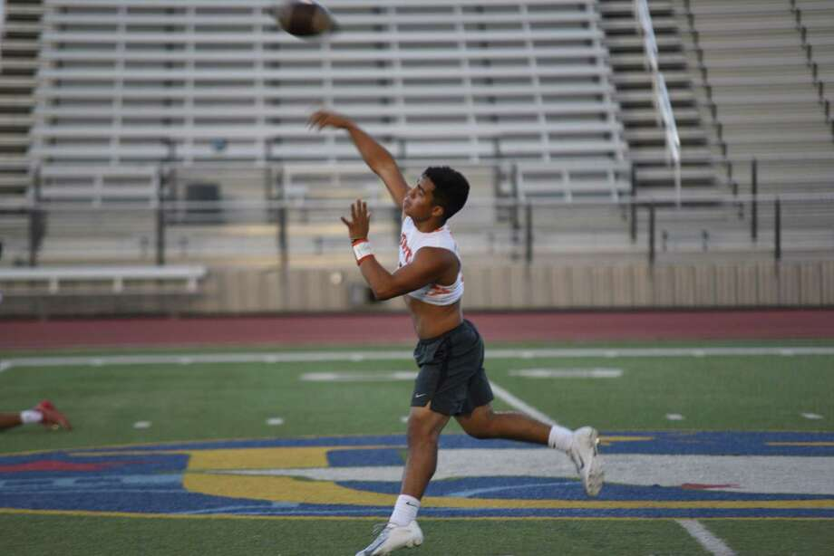 Wayo Huerta was 15 of 32 for 168 yards and two scores Wednesday in United's 26-13 loss to Nixon. Photo: Christian Ocampo / Laredo Morning Times / Laredo Morning Times