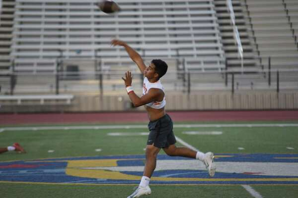 Wayo Huerta was 15 of 32 for 168 yards and two scores Wednesday in United's 26-13 loss to Nixon.
