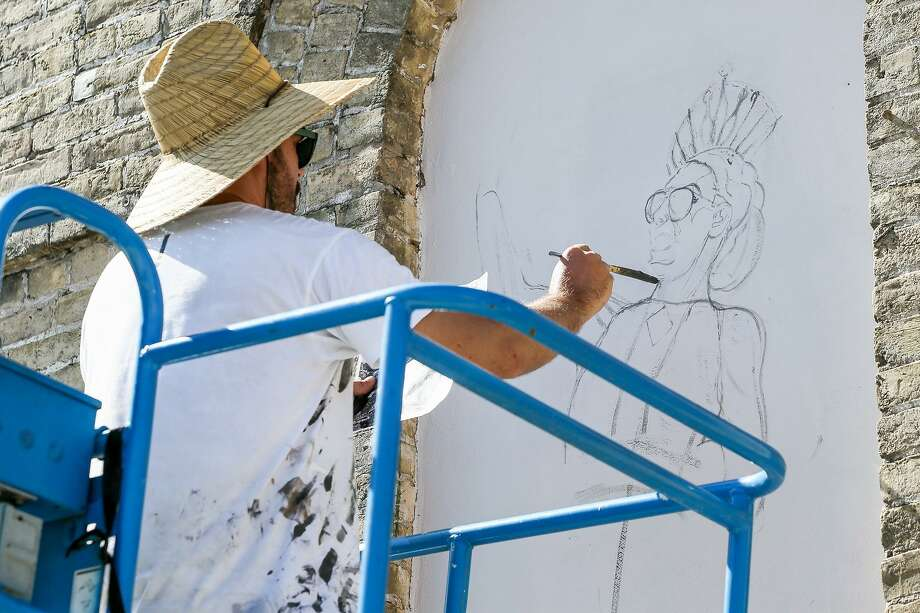 "Spanish artist Daniel Muñoz works from a photograph while painting on one panel ""25 Windows and a Frame."" Photo: Marvin Pfeiffer /San Antonio Express-News / Express-News 2018"