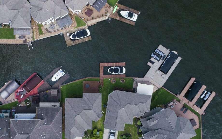 Docks line the water on Lake Conroe, Thursday, June 14, 2018, in Conroe. Photo: Mark Mulligan, Houston Chronicle / Houston Chronicle / © 2018 Houston Chronicle