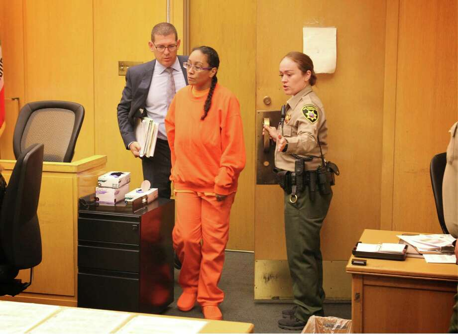 Lisa Gonzales, accused of killing and dismembering her roommate, appears in S.F. Superior Court. Photo: Evan Sernoffsky / The Chronicle