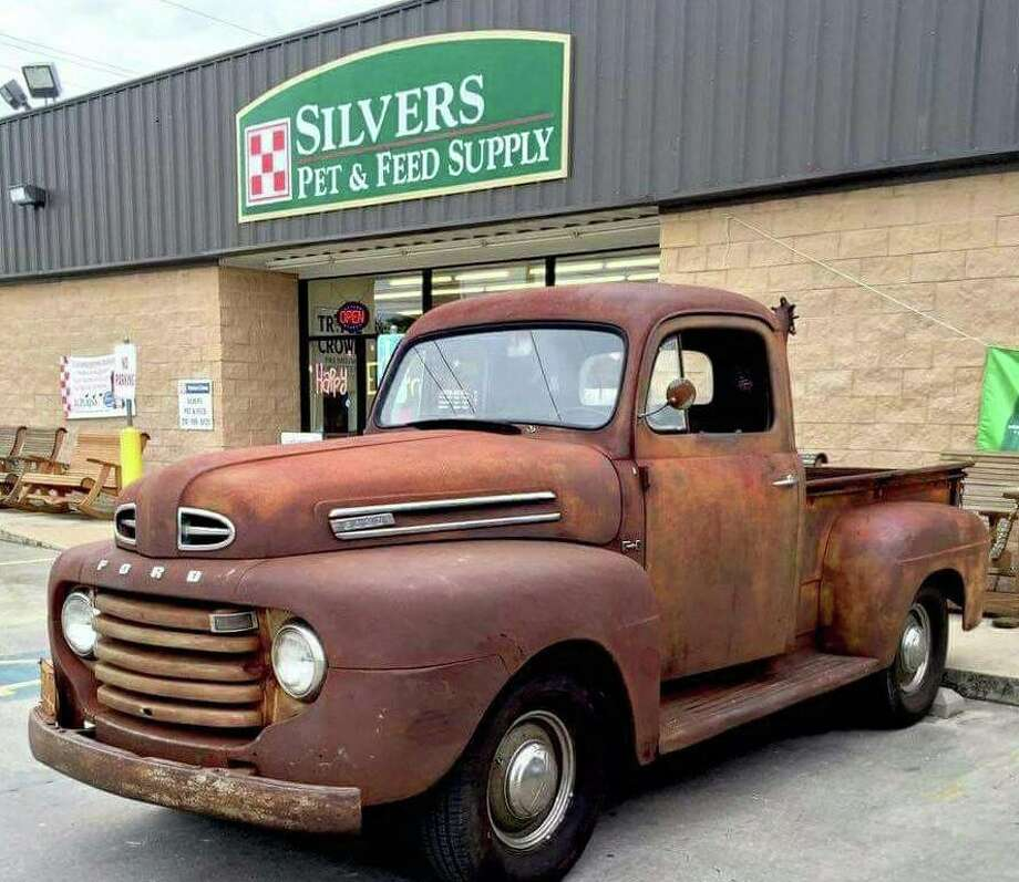 After 14 years of selling pet food and supplies in Cibolo, Silvers Pet and Feed Supply is closing its doors, owner Kelly Silvers said. (Courtesy of Silvers Pet and Feed Supply) Photo: Courtesy Of Silvers Pet And Feed Supply