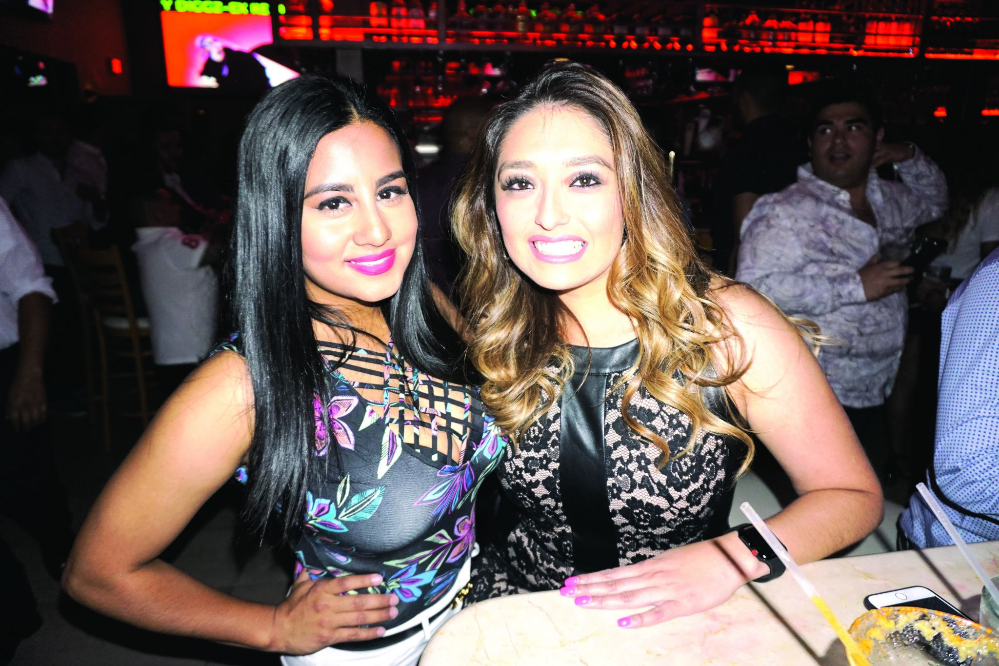 Photos Laredoans Enjoy The Nightlife Around The Gateway