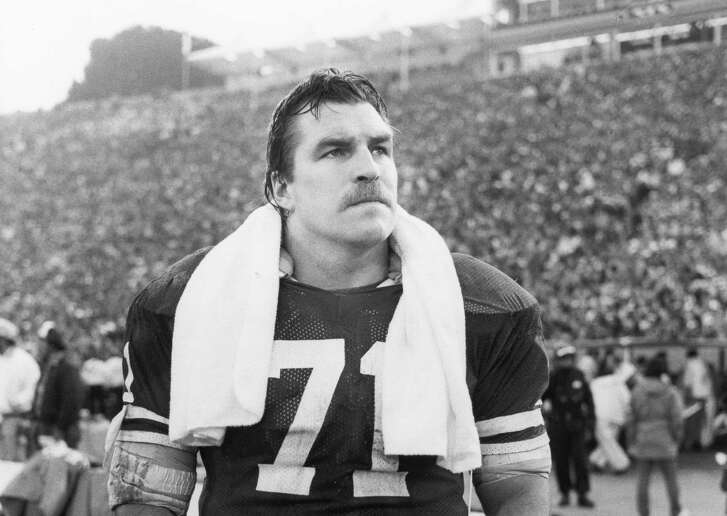STANFORD, CA - JANUARY 20:  Keith Fahnhorst #71 of the San Francisco 49ers looks on from the sideline during Super Bowl XIX against the Miami Dolphins at Stanford Stadium on January 20, 1985 in Stanford, California. The Niners defeated the Dolphins 38-16. (Photo by Michael Zagaris/Getty Images)
