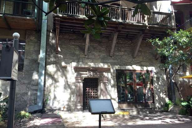 La Paloma Riverwalk Parrilla Grill at 215 Losoya St. has closed, and according to documents filed with the Texas Alcoholic Beverage Control Commission, it appears the Austin-based Gourdough's Public House is moving in.