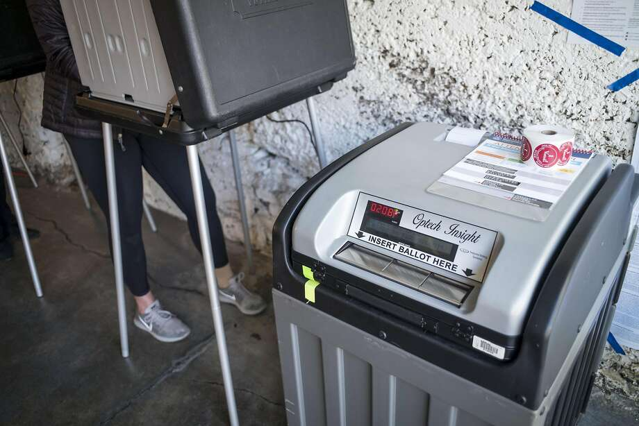 A vote counting machine stands at a polling station in San Francisco, California, U.S., on Tuesday, June 5, 2018. Photo: David Paul Morris / Bloomberg