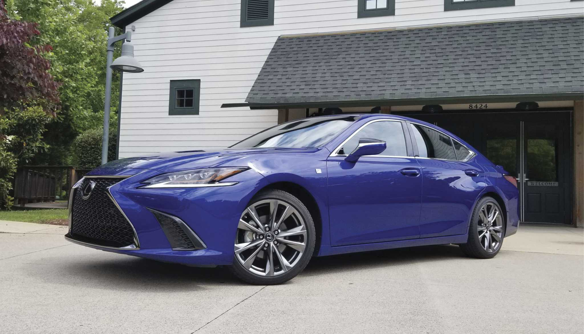 Posher, sleeker 2019 Lexus ES will have Apple CarPlay, Amazon Alexa