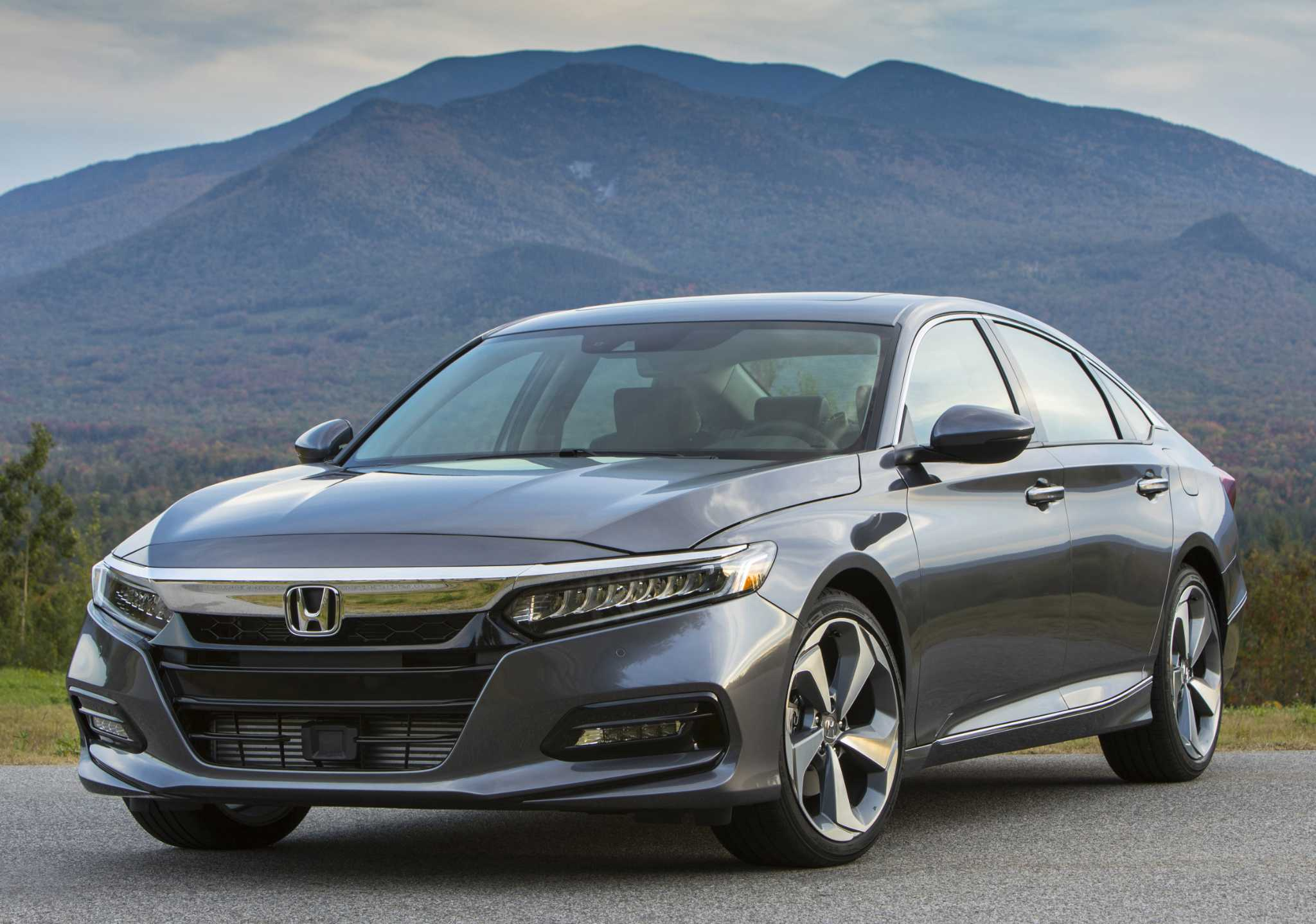 Honda Accord debuts for 2018 with its first-ever turbocharged engines