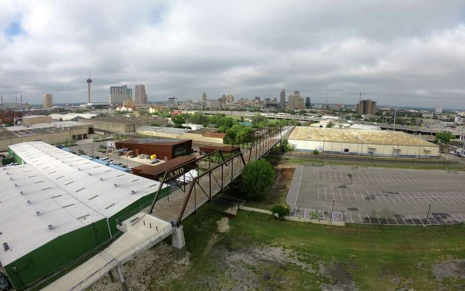Many nearby residents have opposed the five-story complex as a harbinger of gentrification that would block views of the historic Hays Street Bridge. Photo: Billy Calzada /San Antonio Express-News / San Antonio Express-News