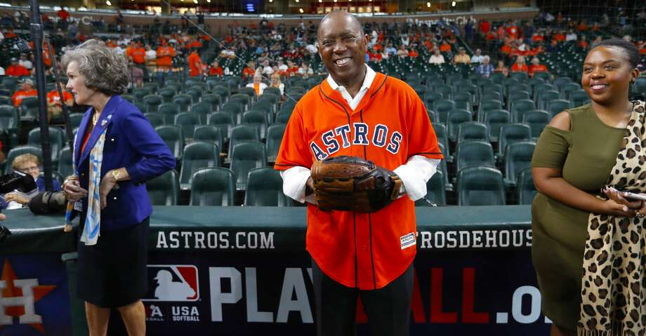 Houston mayor Sylvester Turner waits to throw out the ceremmonial first pitch before Game 2 of the ALDS at Minute Maid Park on Friday, Oct. 6, 2017, in Houston. ( Karen Warren / Houston Chronicle ) Photo: Karen Warren/Houston Chronicle
