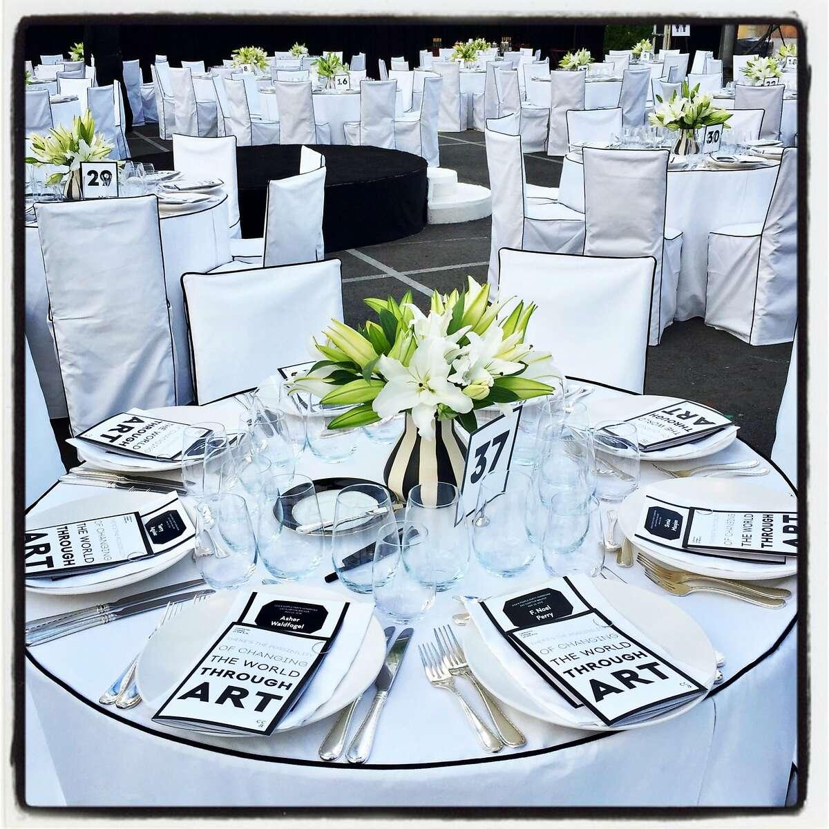 Stanlee Gatti design at the CCA gala echoed the elegance of honoree Kay Kimpton Walker. May 23, 2018.