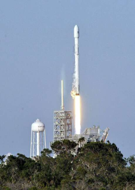Space X's Falcon 9 rocket lifts off from space launch complex 39A at Kennedy Space Center, Fla. on March 30, 2017, with an SES communications satellite. Photo: BRUCE WEAVER, Stringer / AFP/Getty Images / Stratford Booster Club