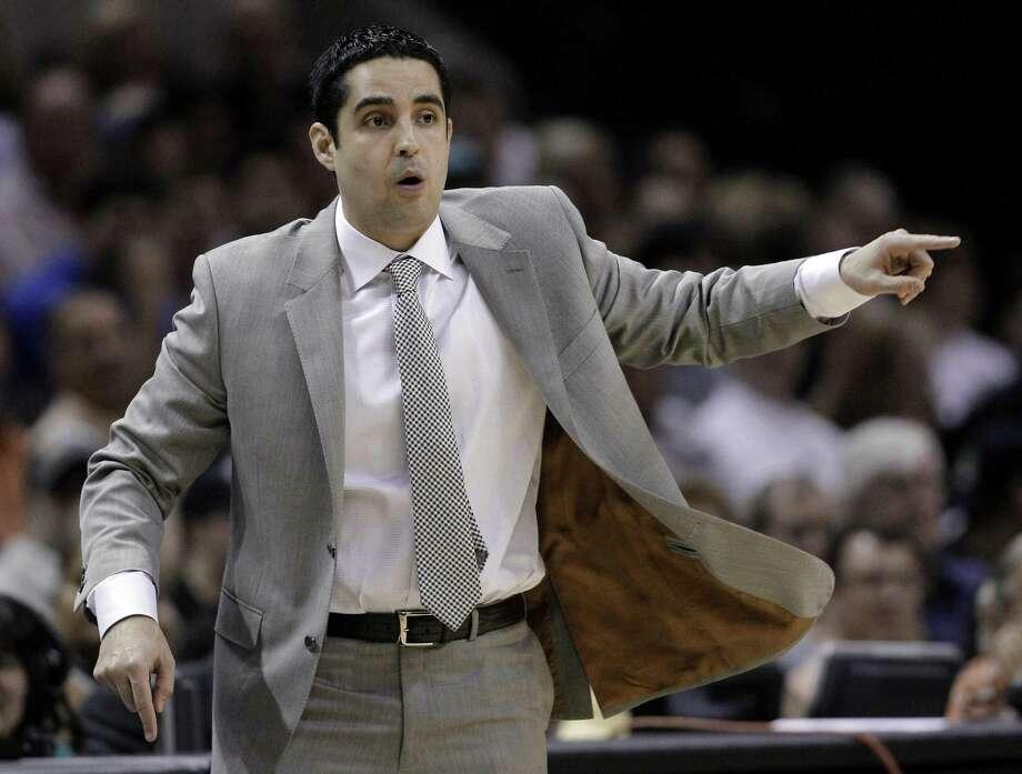 According to ESPN's Adrian Wojnarowski, Laredo native Kaleb Canales is joining the New York Knicks' coaching staff. Photo: Eric Gay /Associated Press File / AP