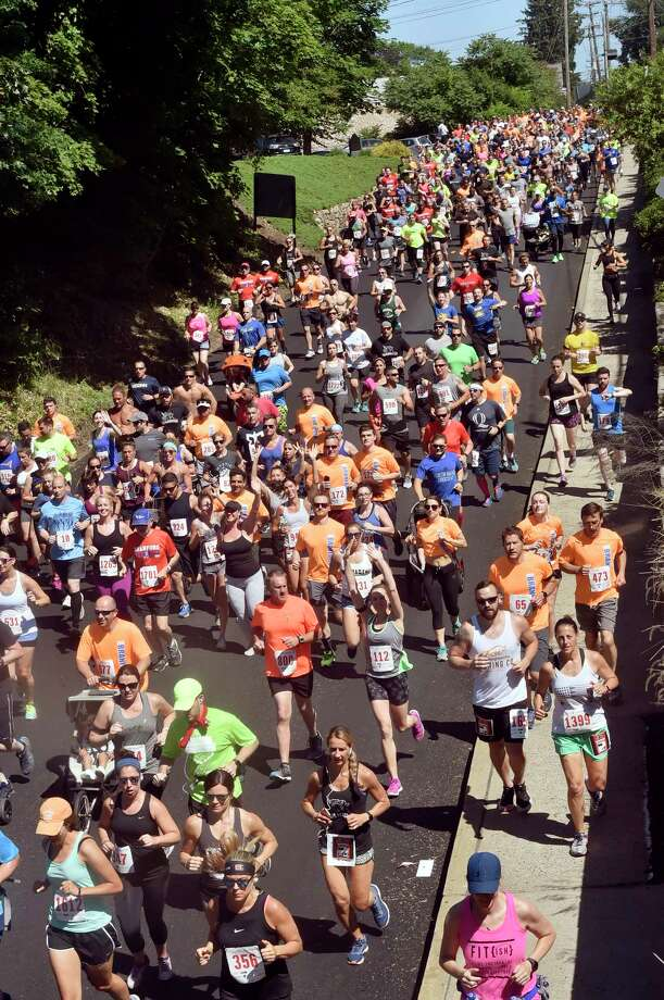 Branford, Connecticut- Sunday, June 17, 2018:  Participants race down Montowese Street during the 39th annual Branford Father's Day 5-Mile Run,  2 Mile Health Walk  and the 1-mile Kids Fun Run Sunday in Branford. Photo: Peter Hvizdak, Hearst Connecticut Media / New Haven Register