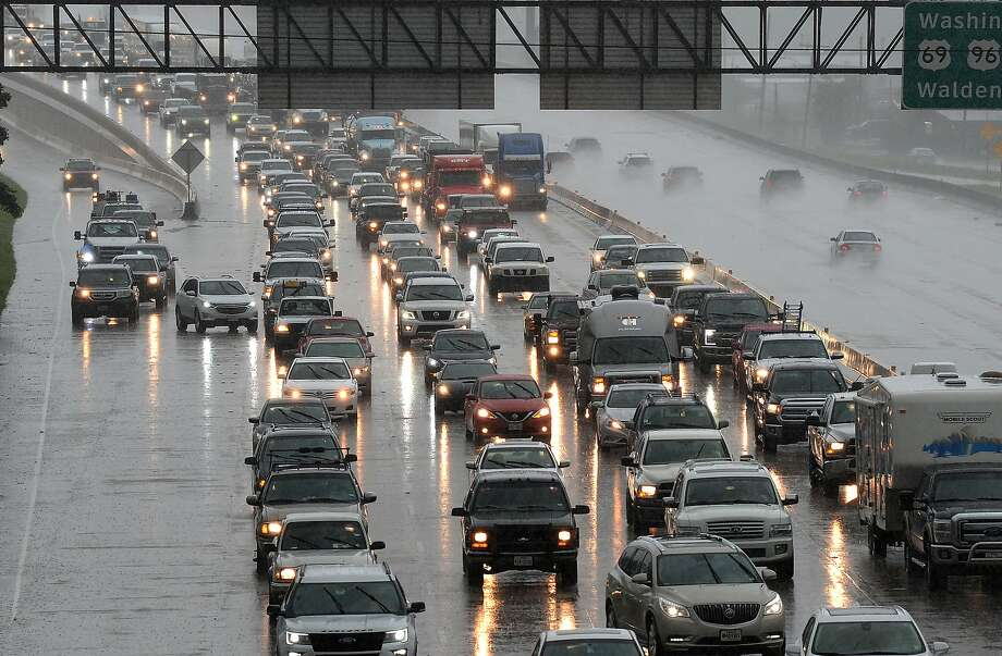 Rainy weather in California could snarl Thanksgiving holiday travel plans Photo: Guiseppe Barranco