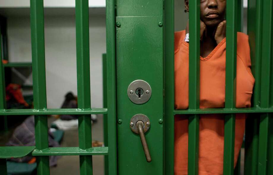 Harris County has approved a plan to outsource inmates to the Fort Bend County Jail to alleviate overcrowding. Photo: Johnny Hanson, Staff / Houston Chronicle / Internal