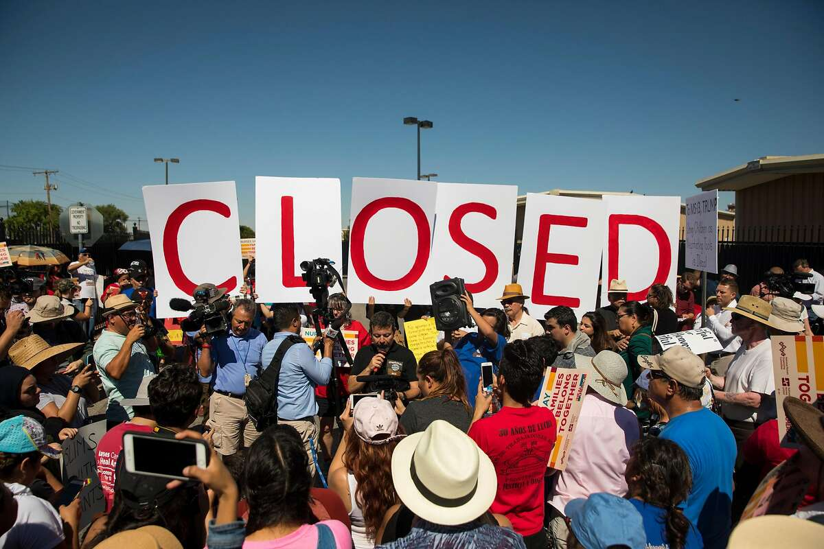 Protesters stand outside the ICE immigration processing center on Tuesday, June 19, 2018 in El Paso. Photo by Ivan Pierre Aguirre for the San Antonio Express-News