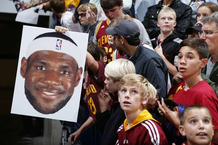 After four years of jeering him, Cleveland fans were on board with LeBron James' return in 2014. Some Rockets fans don't want James to come to Houston, which perplexes columnist Jerome Solomon.