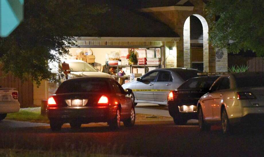Laredo police conduct a death investigation after a body was found Tuesday, June 19, 2018 at a home in the 4700 block of Canyon Bluff Circle. Photo: Danny Zaragoza/Laredo Morning Times
