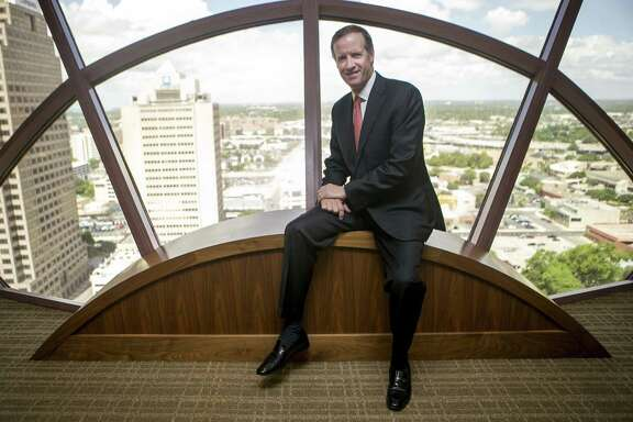 Daryl Lansdale, U.S. managing partner of Norton Rose Fulbright, oversees about 1,000 lawyers based in 11 offices. The San Antonio office, where he is based, has about 50 lawyers.