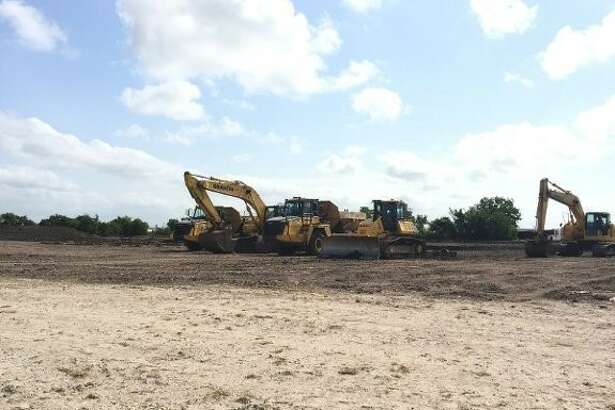 Crow Industrial Holdings broke ground on Victory Commerce Center, a 349,050 square foot cross-dock distribution center in southeast Houston/Deer Park.