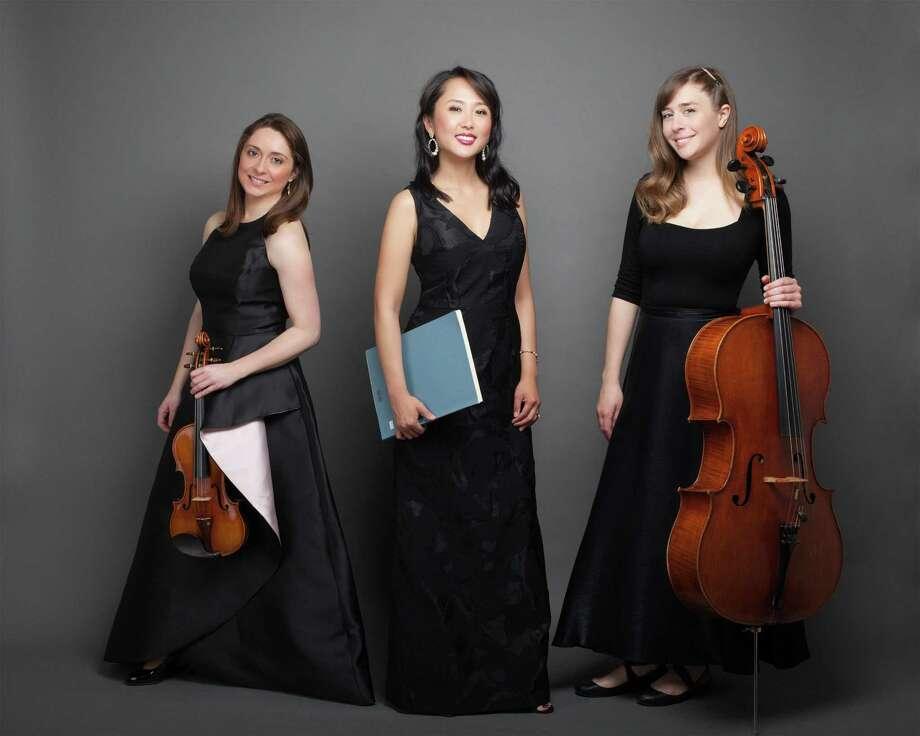 Violinist Agnieszka Peszko (left), pia nist Rachel Kim, cellist Natalie Raney. Photo: Valentina Sadiul / Valentina Sadiul photography