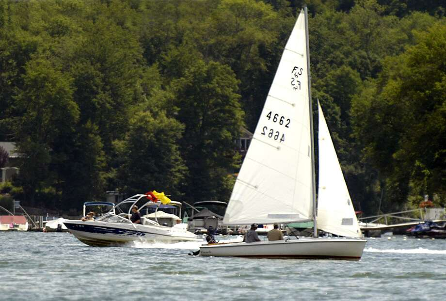 Boats pass each other on Candlewood Lake in this file photo. Photo: Carol Kaliff / ST / The News-Times