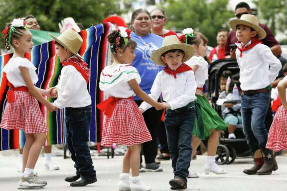 Students perform at Clemente Martinez Elementary School during a Cinco de Mayo parade presented by LULAC District 8 in downtown Houston on Saturday, May 5, 2018.