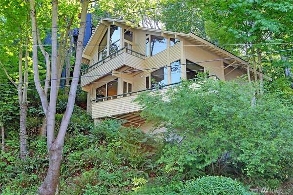 Walk to Lake Washington from this Leshi NW Contemporary with a listing price of $985K.